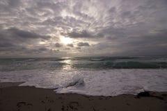 Salida del sol sobre la playa de Hollywood, la Florida Imagenes de archivo