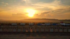 Salida del sol sobre la zona de descanso en Sumatra& del sur x27; carretera del peaje de s imágenes de archivo libres de regalías