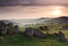 Salida del sol sobre las colinas hermosas de Rhodopean Imagen de archivo libre de regalías