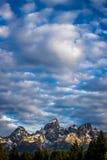 Salida del sol sobre las montañas en el parque nacional magnífico de Teton Foto de archivo