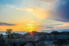 Salida del sol sobre los badlands, Alberta meridional Foto de archivo libre de regalías
