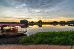 Salida del sol sobre Magdalena River Fotos de archivo libres de regalías