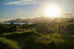 Salida del sol sobre Nueva Zelanda fotos de archivo
