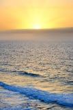 Salida del sol sobre Océano Atlántico fotografía de archivo libre de regalías