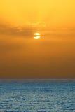 Salida del sol sobre Océano Atlántico Imágenes de archivo libres de regalías