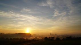 Salida del sol sobre Studenka Imagen de archivo