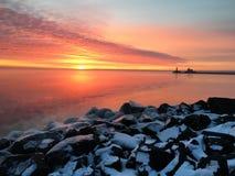 Salida del sol sobre superior de lago Imagen de archivo libre de regalías