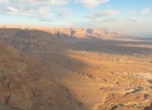 Salida del sol sobre un desierto Fotos de archivo libres de regalías