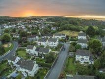 Salida del sol sobre un pueblo inglés Fotografía de archivo libre de regalías