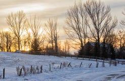 Salida del sol sobre una granja Fotos de archivo libres de regalías