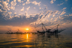Salida del sol sobre zona pesquera  Fotografía de archivo libre de regalías