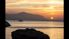 Salida del sol del timelapse de Beaty en Egipto cerca de la isla de Tiran almacen de metraje de vídeo