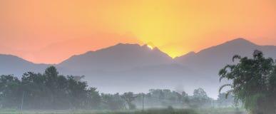 Salida del sol tropical Fotografía de archivo libre de regalías