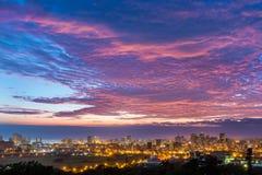 Salida del sol vibrante colorida Durban Suráfrica foto de archivo libre de regalías