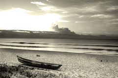Salida del sol y barco Imagenes de archivo