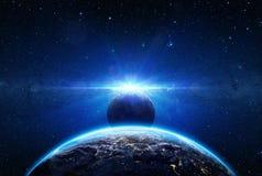 Salida del sol y eclipse en la tierra del planeta Imágenes de archivo libres de regalías