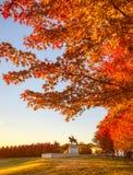 Salida del sol y follaje de otoño en Art Hill, St. Louis, Missouri fotografía de archivo libre de regalías