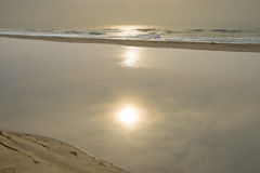 Salida del sol y laguna en Illovo, costa sur, cerca de Durban, Suráfrica Fotografía de archivo libre de regalías