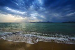 Salida del sol y mar Imagen de archivo libre de regalías