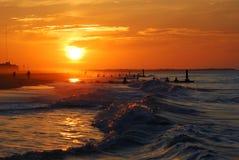 Salida del sol y marea Foto de archivo libre de regalías