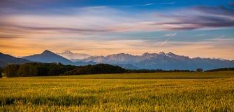 Salida del sol y Mont Blanc fotografía de archivo