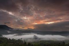 Salida del sol y niebla Fotos de archivo