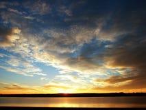 Salida del sol y orilla del lago Fotografía de archivo libre de regalías