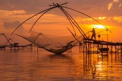 Salida del sol y pescador Foto de archivo libre de regalías