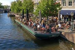 Salida en el agua en el centro histórico de Leiden Fotografía de archivo
