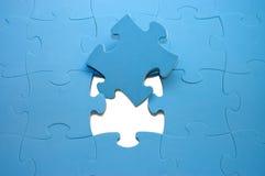 Salida parte de un rompecabezas azul Foto de archivo libre de regalías