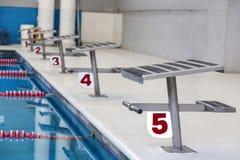 Salida y meta de la piscina olímpica Fotos de archivo libres de regalías