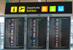 Salidas del tablero en el aeropuerto de Madrid Barajas Fotografía de archivo libre de regalías