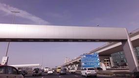 Salik-System der Sammlung Zahlungen für Fahrpreis auf Gebührnabschnitten der Autobahnen des Emirats von Dubai stock footage