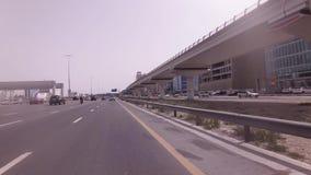 Salik-System der Sammlung Zahlungen für Fahrpreis auf Gebührnabschnitten der Autobahnen des Emirats von Dubai stock video