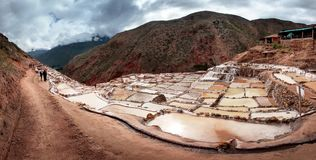 Salinas de Maras, αλατισμένες λίμνες εξάτμισης κοντά στην ιερή κοιλάδα και Cuzco στο νότιο Περού Στοκ Εικόνες