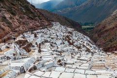 Salinas de Maras, Перу Шахта соли естественная Лотки соли Inca на Maras в священной долине, Перу Стоковые Изображения RF