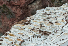Salinas de Maras, Перу Шахта соли естественная Лотки соли Inca на Maras, около Cuzco в священной долине, Перу Стоковые Изображения RF