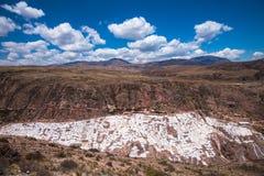 Salinas de Maras, konstgjorda salta miner bredvid Cusco, Peru Royaltyfri Bild