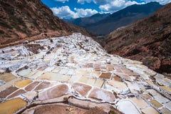 Salinas de Maras, mines de sel synthétiques près de Cusco, Pérou photographie stock libre de droits