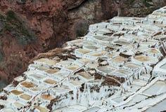 Salinas de Maras, Perù Miniera naturale del sale Pentole di Inca Salt a Maras, vicino a Cuzco in valle sacra, il Perù Immagini Stock Libere da Diritti