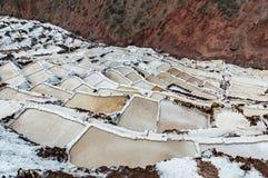 Salinas de Maras, Peru Natürliches Bergwerk des Salzes Inca Salt-Wannen bei Maras, nahe Cuzco im heiligen Tal, Peru Lizenzfreies Stockfoto