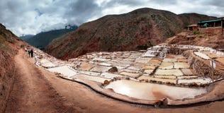 Salinas de Maras, Salzverdampfung staut nahe dem heiligen Tal und dem Cuzco in Süd-Peru Stockbilder