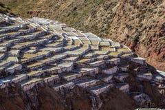 Salinas, las cacerolas de la sal cerca del pueblo de Maras Imagen de archivo libre de regalías