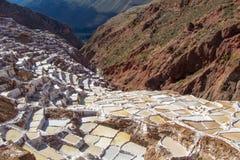 Salinas, las cacerolas de la sal cerca del pueblo de Maras Imagenes de archivo