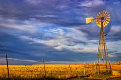 Free Saline County, KS USA - Aermotor Windmill Amidst Kansas Prairie At Sunset Royalty Free Stock Image - 164274416