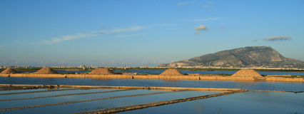 Saline and monte Erice. Production of sea salt in the province of Trapani - Sicily Stock Photography