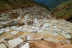 Salineras de Maras, minas de sal de surpresa na garganta do vale sagrado dos Incas, região de Cusco, Peru fotos de stock royalty free