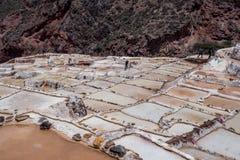 Salineras de Maras ? una miniera di sale vicino a Cusco, Per? fotografie stock libere da diritti
