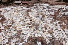 ` Salineras o ` de Salinas de Maras, en las montañas de los Andes en Cusco, Perú Fotografía de archivo libre de regalías
