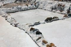 ` Salineras o ` de Salinas de Maras, en las montañas de los Andes en Cusco, Perú Imágenes de archivo libres de regalías